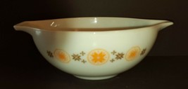 Pyrex 444 Town and Country Cinderella Mixing Bowl 4 Quart Harvest Gold & Brown - $15.00