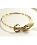 VTG 1980's Avon carved Tulip gold tone hook hinged bangle bracelet - $23.76
