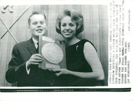 Vintage photo of Anita Lindholm receives the silver screen by journalist... - $12.11