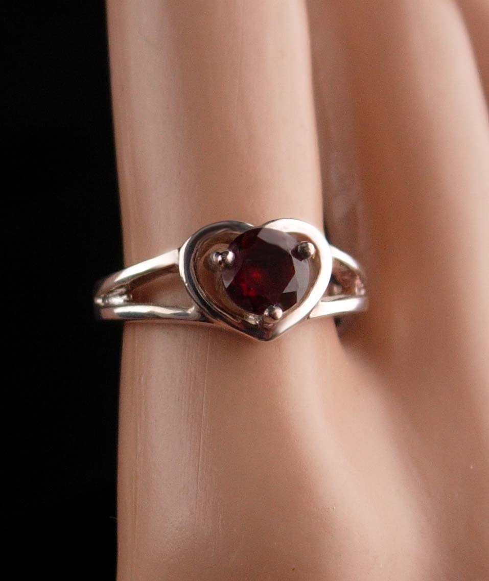 Sterling 1ct GARNET Ring - Sweetheart gift - red heart ring - Size 7 - vintage s image 2