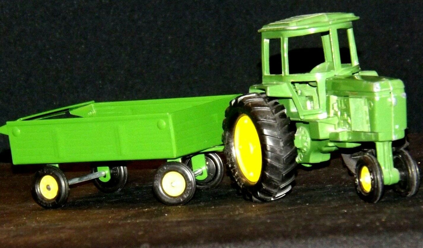 Ertl John Deere replica die-cast tractor with wagon AA19-1639 Vintage