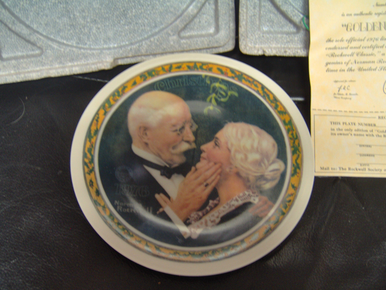 Knowles Norman Rockwell 1976 Golden Christmas Collector Plate