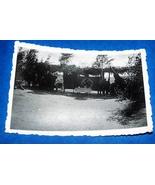 ORIGINAL WW2 GERMAN PHOTO: FIELD ARTILLERY SOLDIERS BY CANNONS & HUGE BA... - $8.50