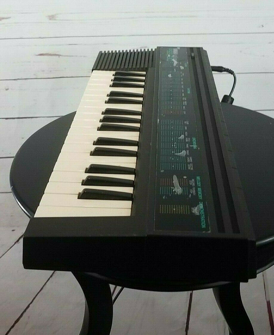 Yamaha PSS-130 Portasound Keyboard Vintage Retro 80 s  Multiple Sounds Rhythms