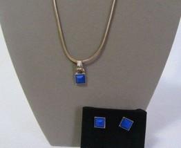 AVON JEWELRY MAJESTIC BEAUTY GOLD & BLUE GEM NECKLACE & EARRINGS SET NEW - $14.99