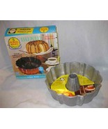 NEAT 12 Cup NORDIC WARE Cast Aluminum BUNDT Cake Pan - $28.84