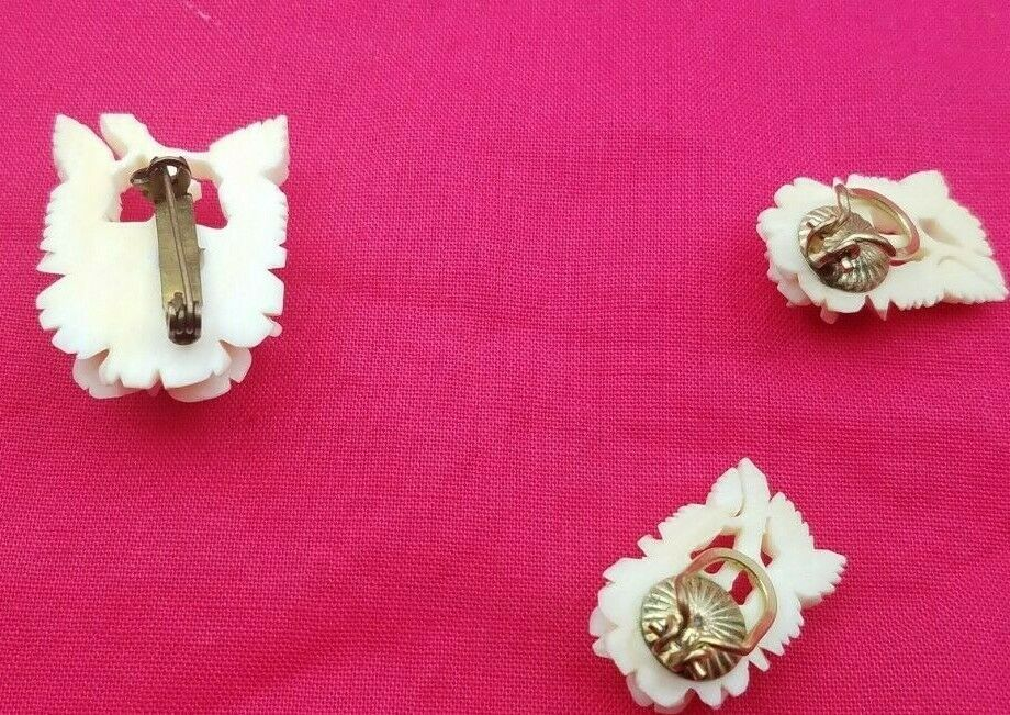 Beautiful Vintage White Carved Flower Clip On Earrings & Pin #6579