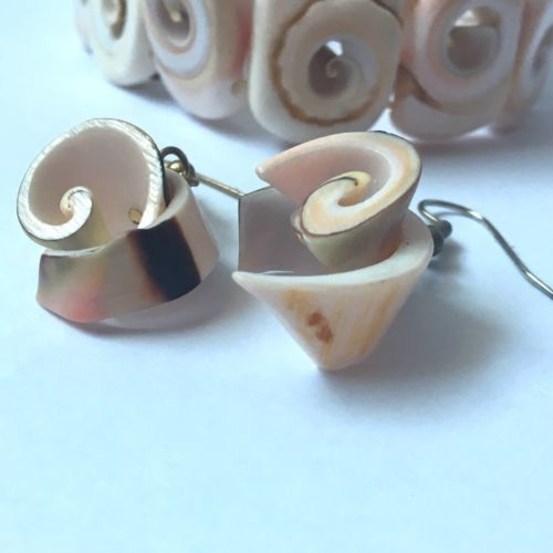 Vintage Seashell Bracelet Dangle Earrings Pierced Stretch Shell Nautical Natural