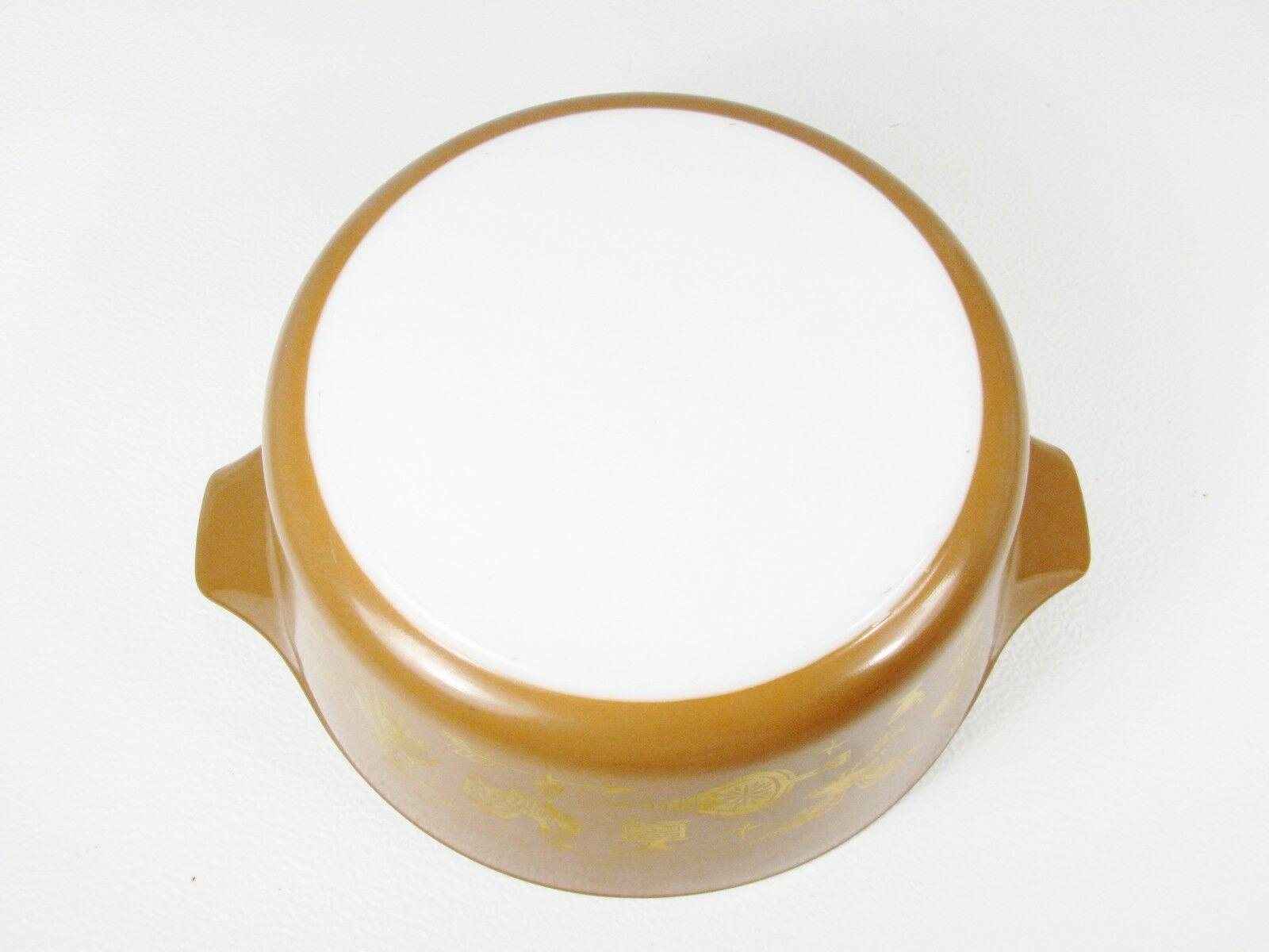"Pyrex Americana Mid Century Lidded Large Casserole Dish  Brown Gold 2 1/2"" Qt"