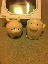 PIG--- SALT & PEPPER SHAKERS  --BOSTON WAREHOUSE---FREE SHIP--NEW - $20.67