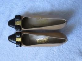 Vtg Salvatore Ferragamo vara Beige  Black patent leather pumps 10 AAAA - $77.22