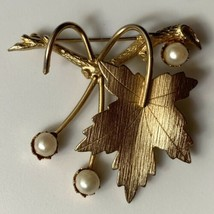 Sarah Coventry Grape Leaves Brooch Pin Faux Pearl Leaf Vintage Signed Go... - $14.80