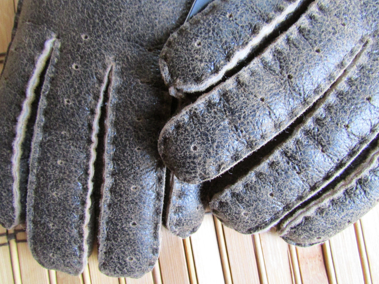 UGG Gloves Bailey Button Chocolate Bomber Shearling Med NEW