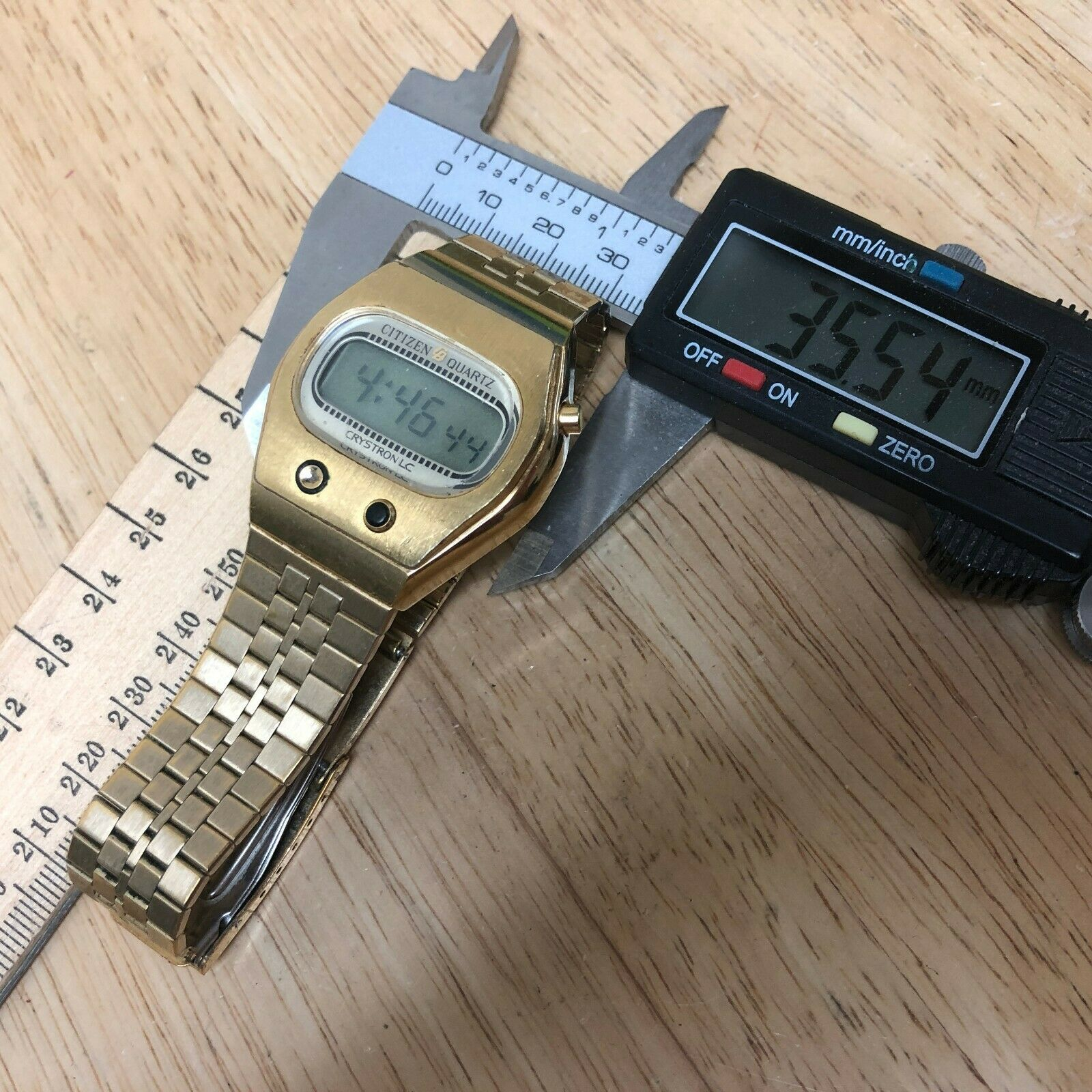 Rare Collectible Vintage Citizen Crystron Men Digital Watch Hour~Date~New Batter image 5