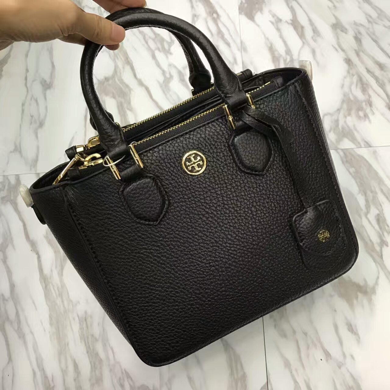 93ca8a431114 Mmexport1490337750666. Mmexport1490337750666. Tory Burch Robinson Pebbled  Mini Square Tote