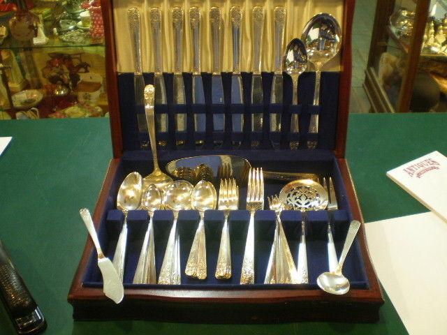 WM A Rogers Onieda Ltd Flatware 1938 Margate 69 Piece Set