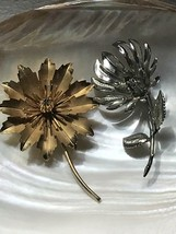 Vintage Lot of 2 Large Spike Silvertone & Toothy Edged Goldtone Flower w... - $11.29