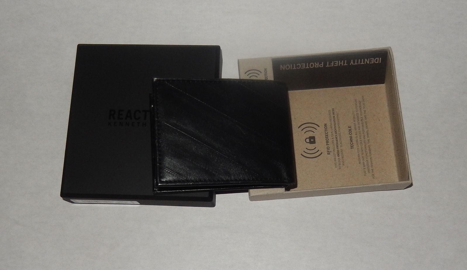 Kenneth Cole REACTION Mens Wallet Leather Slim Square Passcase Bifold BLK