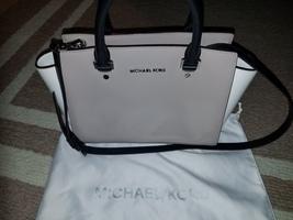 Michael Kors gray and white medium tote bag - $1.589,18 MXN