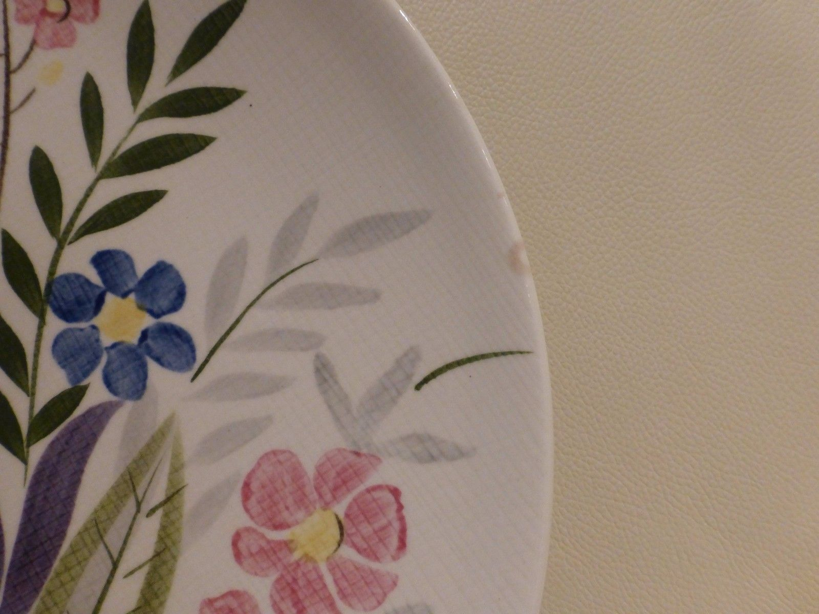 """4 RED WING POTTERY DINNER PLATES NUMBERED 253, 11"""" WIDE"""