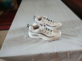 Easy Spirit Womens Powerblocks Shoes Size 5.5 M White Leather Walking Shoes - $14.50