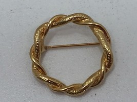 Vintage Goldtone Twisted Wreath Brooch Rope Gold Tone 24210 - $7.56