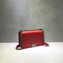 AUTHENTIC CHANEL RED QUILTED LAMBSKIN NEW MEDIUM BOY FLAP BAG RHW image 4