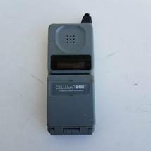 Vintage Motorola Flip Cell Phone F09HLD8416BG - $32.00