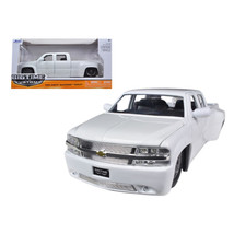 1999 Chevrolet Silverado Dooley White 1/24 Diecast Model Car by Jada 90145w - $30.60