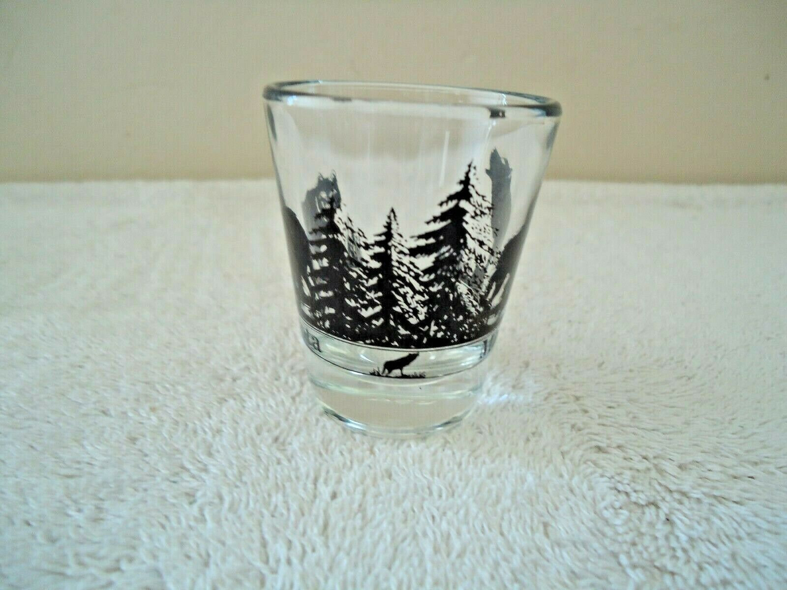"Vintage Minnesota "" Timber Wolf "" Themed Shot Glass "" BEAUTIFUL COLLECTIBLE ITEM image 3"