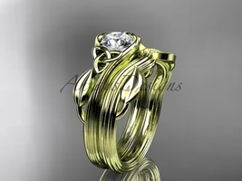 Triquetra Celtic 14k yellow Gold Leaf Ring with a Moissanite center stone CT7324 - €1.037,25 EUR