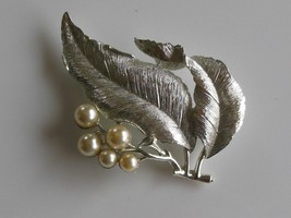 """Vintage Sarah Coventry Silver Tone & Faux Pearl Leaf Brooch/Pin 3"""" - $24.74"""