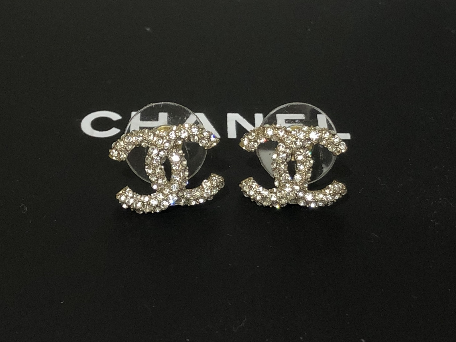 AUTHENTIC CHANEL GOLD RARE CC LOGO CRYSTAL STUD EARRINGS MINT