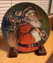 """Avon 1987 Christmas Collector Plate """"The Magic That Santa Brings"""" NIB - $5.30"""