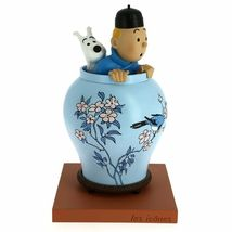 Tintin & Snowy in vase resin statue Icons collection The Blue Lotus image 3