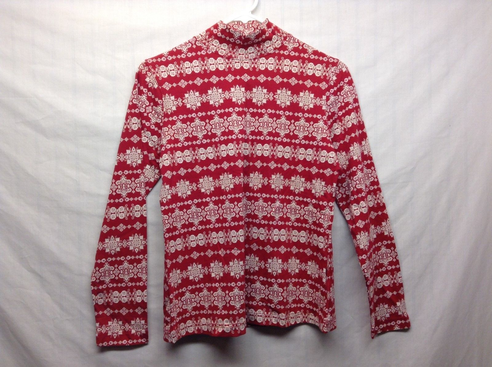 Croft & Barrow Ladies Crew Neck Red w White Snowflake Design Shirt Sz PS