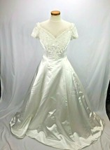 Sweetheart Wedding Gown Size 12 With Pearls Lace And Bow Full Skirt - $135.00