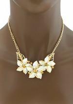 Ton Doré Émaillé Blanc Fleurs Marron Clair Faux-Diamants Collier Earrings Set - $12.57