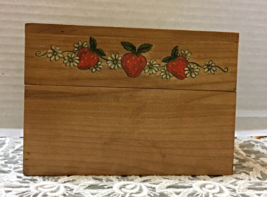 Vintage STRAWBERRY DESIGN Wood Recipe Card File Box // Country Cottage K... - $13.10