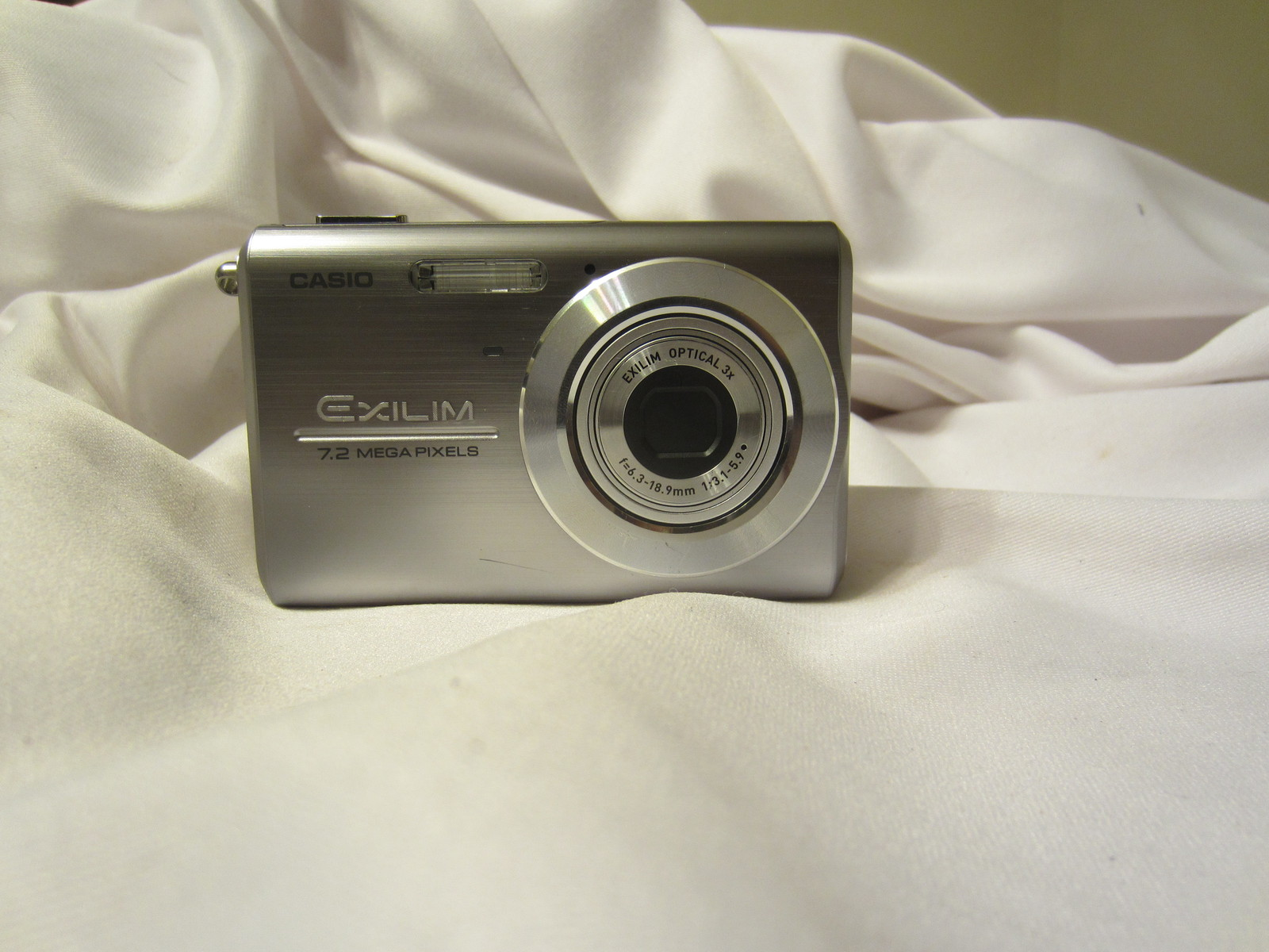 Primary image for Casio Exilim EX-Z75 7.2MP Digital Camera w/ 3x Anti Shake Optical Zoom (Silver)