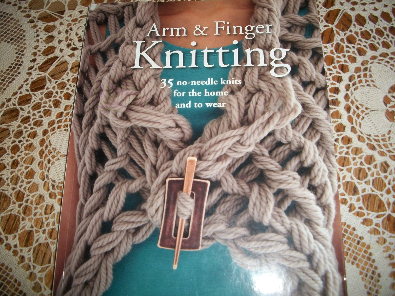 Primary image for Arm & Finger Knitting by Laura Strutt