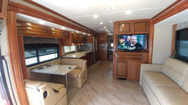2018 Holiday Rambler Vacationeer M-35P FOR SALE IN Cape Canaveral, Fl 32920  image 3