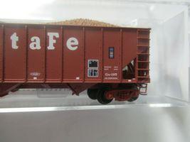 Micro-Trains # 10800124 Atchison, Topeka & Santa Fe 100 Ton 3-Bay Hopper N-Scale image 3