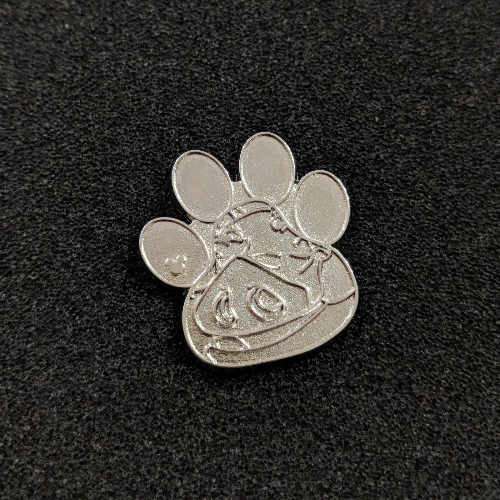 Pumbaa Paw Print Chaser. Lion King Disney Lapel Pin (a)