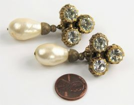 ESTATE VINTAGE SIGNED CHANEL 1984 MABE GLASS PEARL RHINESTONE DANGLE EARRINGS image 3