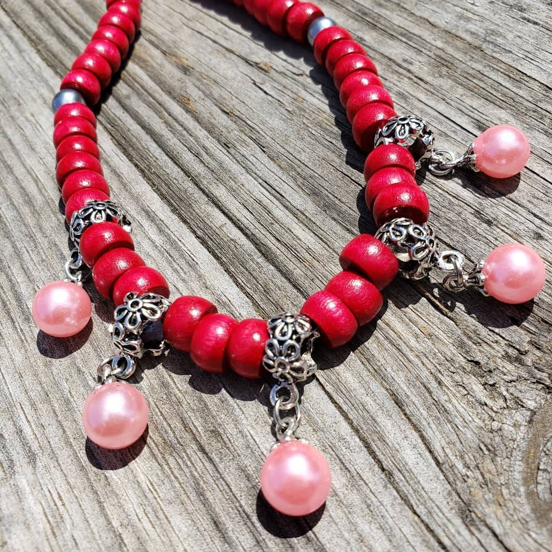 Primary image for Red and pink necklace