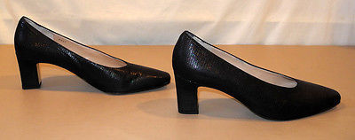 Rangoni of Florence Black Embossed Reptile Leather Pumps - Women's Size 8.5AA