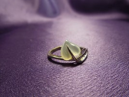 Sterling Silver Mother of Pearl Heart Leaf Design Simplicity Ring - $24.75