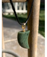 Vintage Green Jade Nephrite Tiger Claw Tooth Pendant 1960's Shark Tooth Necklace - $32.71