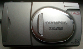Olympus Digital Camera C-300 zoom for parts or not working - $18.72